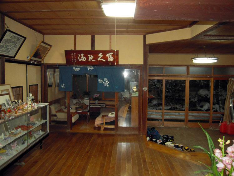 ビル型宿の傍らでー湯田中温泉・まるか旅館_a0385880_23115898.jpg