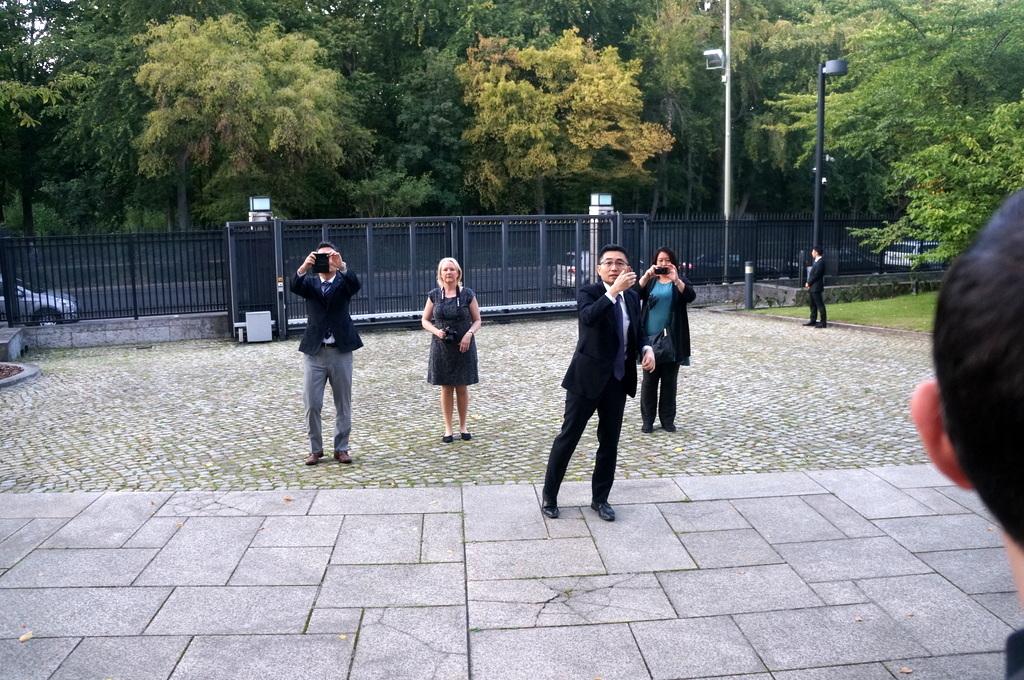 在ベルリン日本大使公邸レセプション 8/23_c0180686_02135677.jpg
