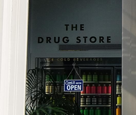 """NYトライベッカにある""""The Drug Store""""(ザ・ドラッグ・ストア)1号店_b0007805_03163540.jpg"""