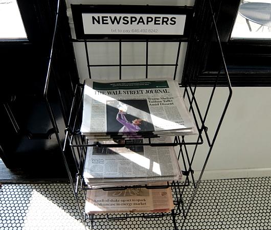 ニューヨークで無料で新聞(Financial Timesまで!)読めるお店_b0007805_03341902.jpg