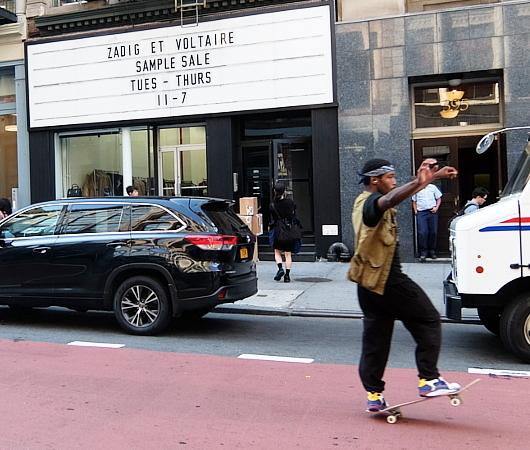 店頭の看板サインのメッセージが変わるギャラリー兼ポップアップ・スペース、393 NYC_b0007805_04322739.jpg