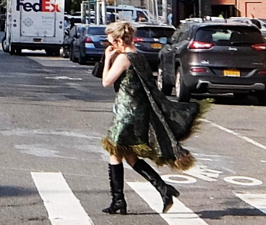 ファッション・ウィーク中のニューヨークの街角には、関係者がチラホラ_b0007805_04480297.jpg