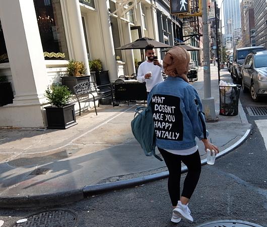 ファッション・ウィーク中のニューヨークの街角には、関係者がチラホラ_b0007805_04532197.jpg