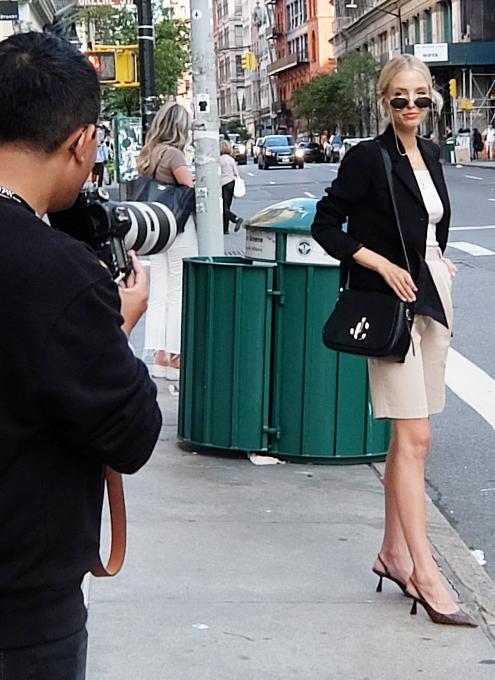 ファッション・ウィーク中のニューヨークの街角には、関係者がチラホラ_b0007805_04541906.jpg
