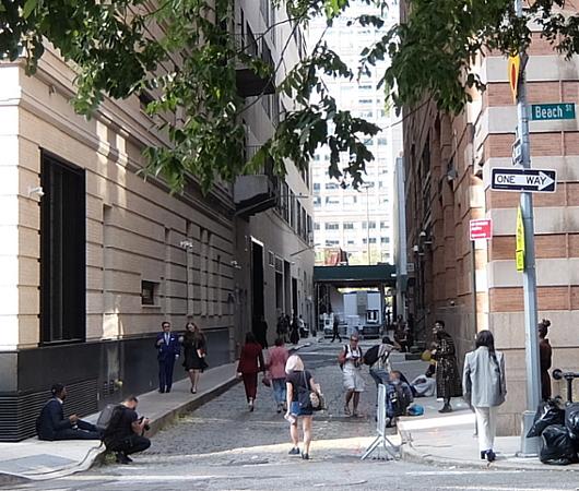 ファッション・ウィーク中のニューヨークの街角には、関係者がチラホラ_b0007805_04560828.jpg