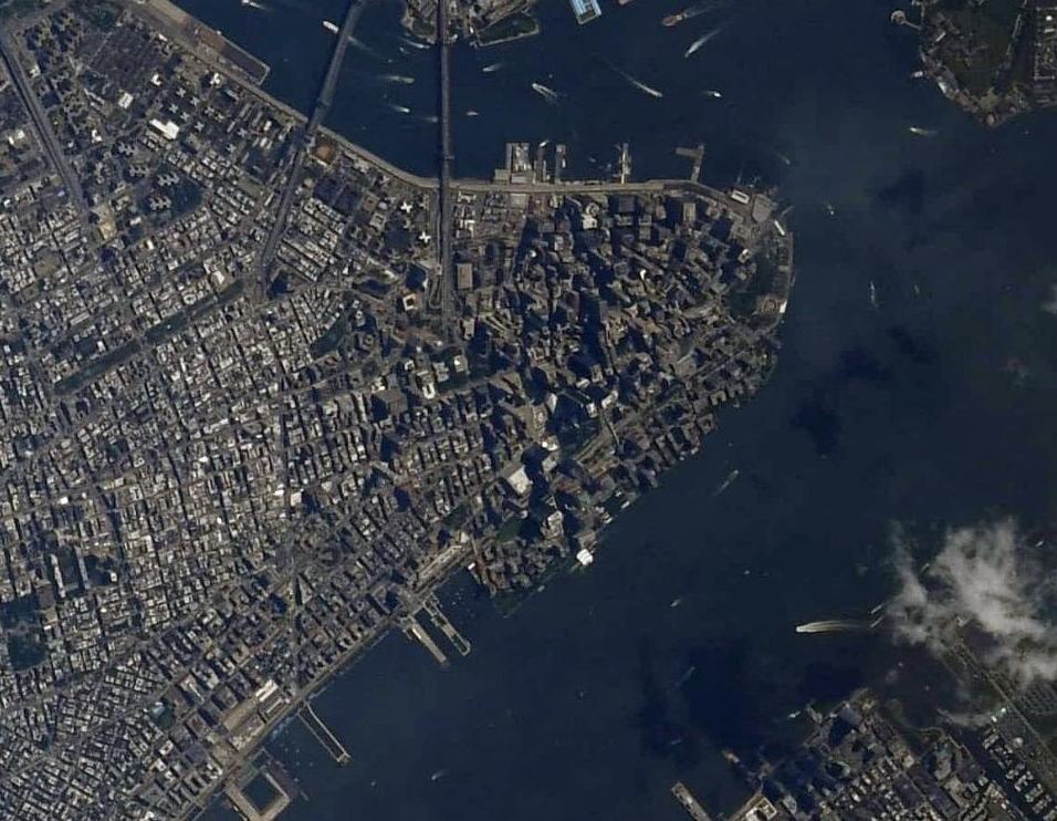 国際宇宙ステーションから見た2019年9月11日のマンハッタン島_d0063814_11010860.jpg