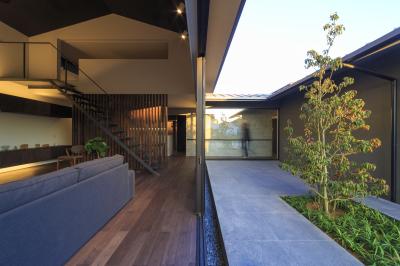 富の原の家の中庭_e0097130_23305203.jpg