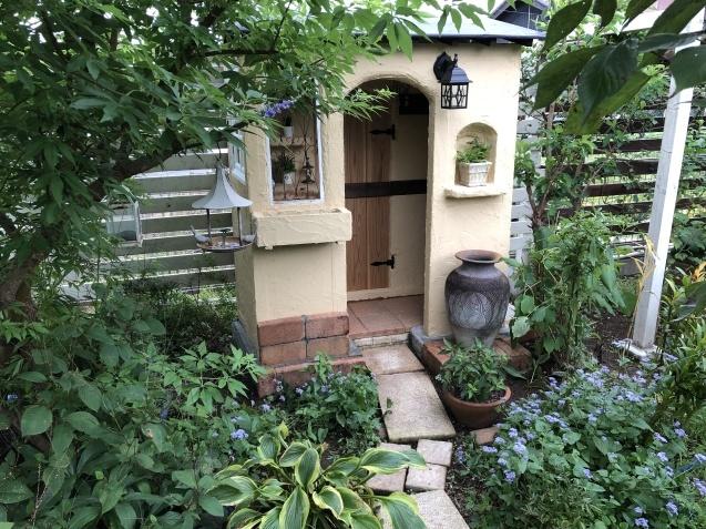 DIY【小屋もどき】プランター取り付けとレンガ積みが終わりました_a0243064_12430019.jpg