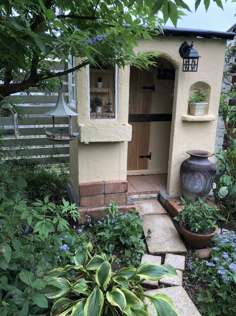 DIY【小屋もどき】プランター取り付けとレンガ積みが終わりました_a0243064_12443364.jpg