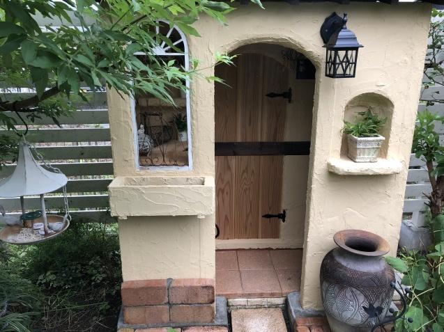 DIY【小屋もどき】プランター取り付けとレンガ積みが終わりました_a0243064_12524713.jpg