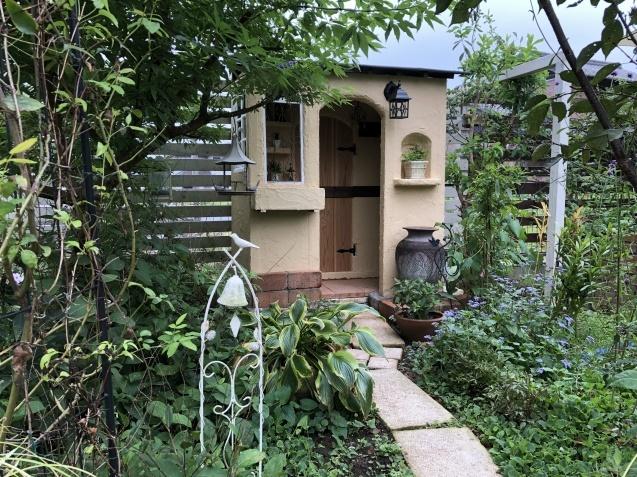 DIY【小屋もどき】プランター取り付けとレンガ積みが終わりました_a0243064_12533661.jpg