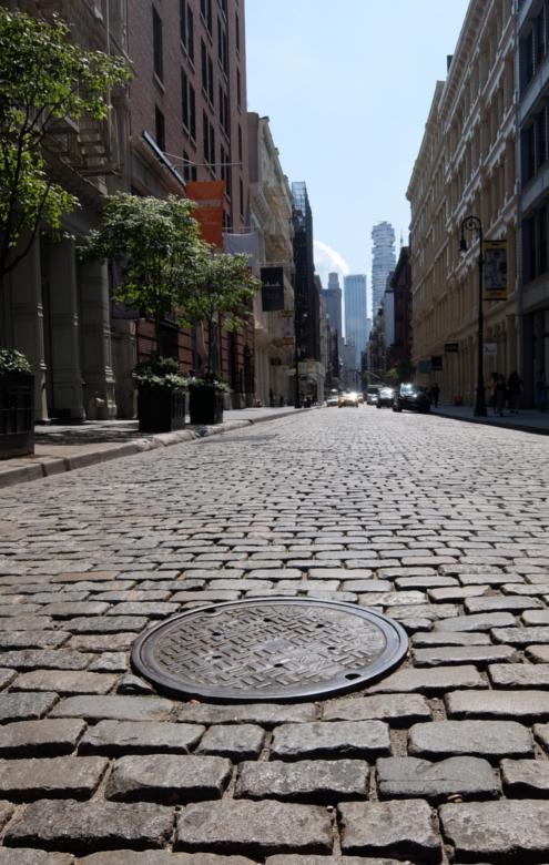 ニューヨークのSOHOの石畳の道とマンホール_b0007805_04100417.jpg