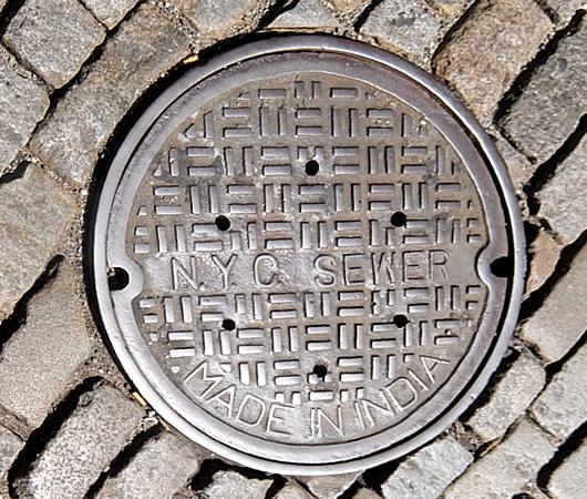 ニューヨークのSOHOの石畳の道とマンホール_b0007805_04131516.jpg