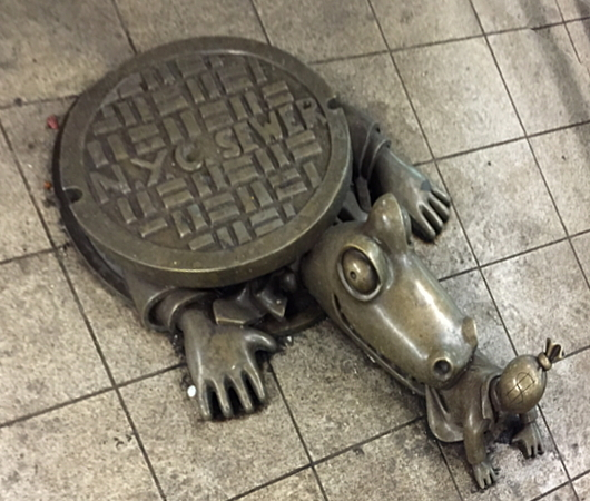 ニューヨークのSOHOの石畳の道とマンホール_b0007805_04293116.jpg