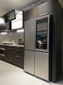無駄をそぎ落とした美しい冷蔵庫!_d0091909_10171519.jpg