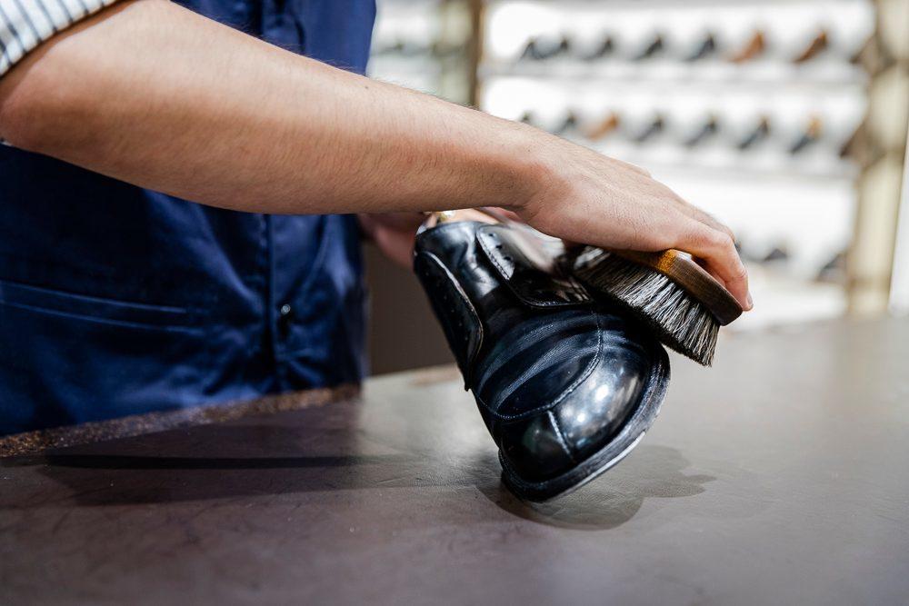 日本橋三越のホームページで靴磨きのコラム始まりました。_a0154931_10293094.jpeg