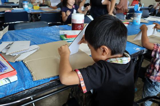 やと子ども美術教室 ~  ダンボールでつくる立体 ~_e0222340_15472786.jpg