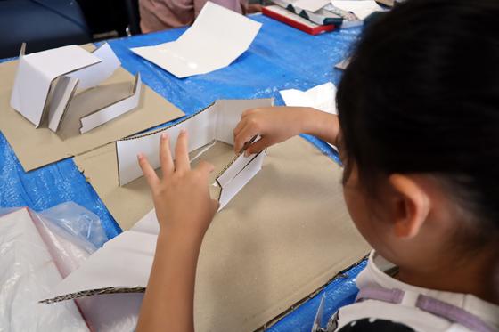 やと子ども美術教室 ~  ダンボールでつくる立体 ~_e0222340_1547431.jpg
