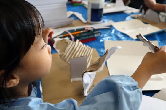 やと子ども美術教室 ~  ダンボールでつくる立体 ~_e0222340_15481441.jpg