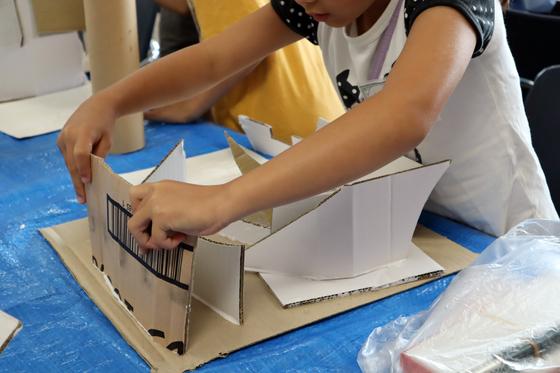 やと子ども美術教室 ~  ダンボールでつくる立体 ~_e0222340_15531544.jpg