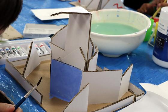 やと子ども美術教室 ~  ダンボールでつくる立体 ~_e0222340_15562674.jpg
