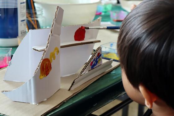 やと子ども美術教室 ~  ダンボールでつくる立体 ~_e0222340_1558274.jpg
