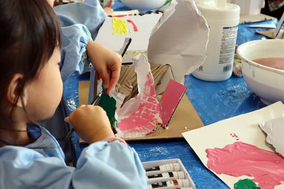 やと子ども美術教室 ~  ダンボールでつくる立体 ~_e0222340_1558315.jpg