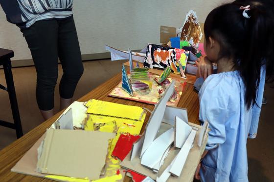 やと子ども美術教室 ~  ダンボールでつくる立体 ~_e0222340_1610753.jpg