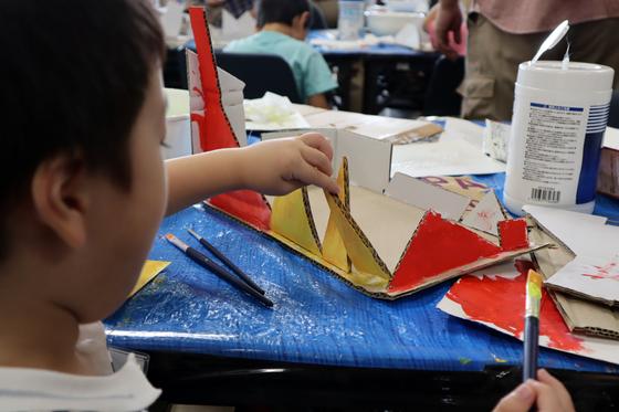 やと子ども美術教室 ~  ダンボールでつくる立体 ~_e0222340_1625250.jpg