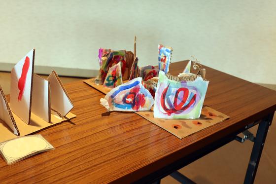 やと子ども美術教室 ~  ダンボールでつくる立体 ~_e0222340_1663360.jpg