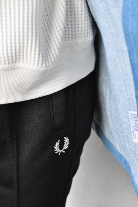 FRED PERRY   TRACK SKINNY PANTS ★_d0152280_05585213.jpg