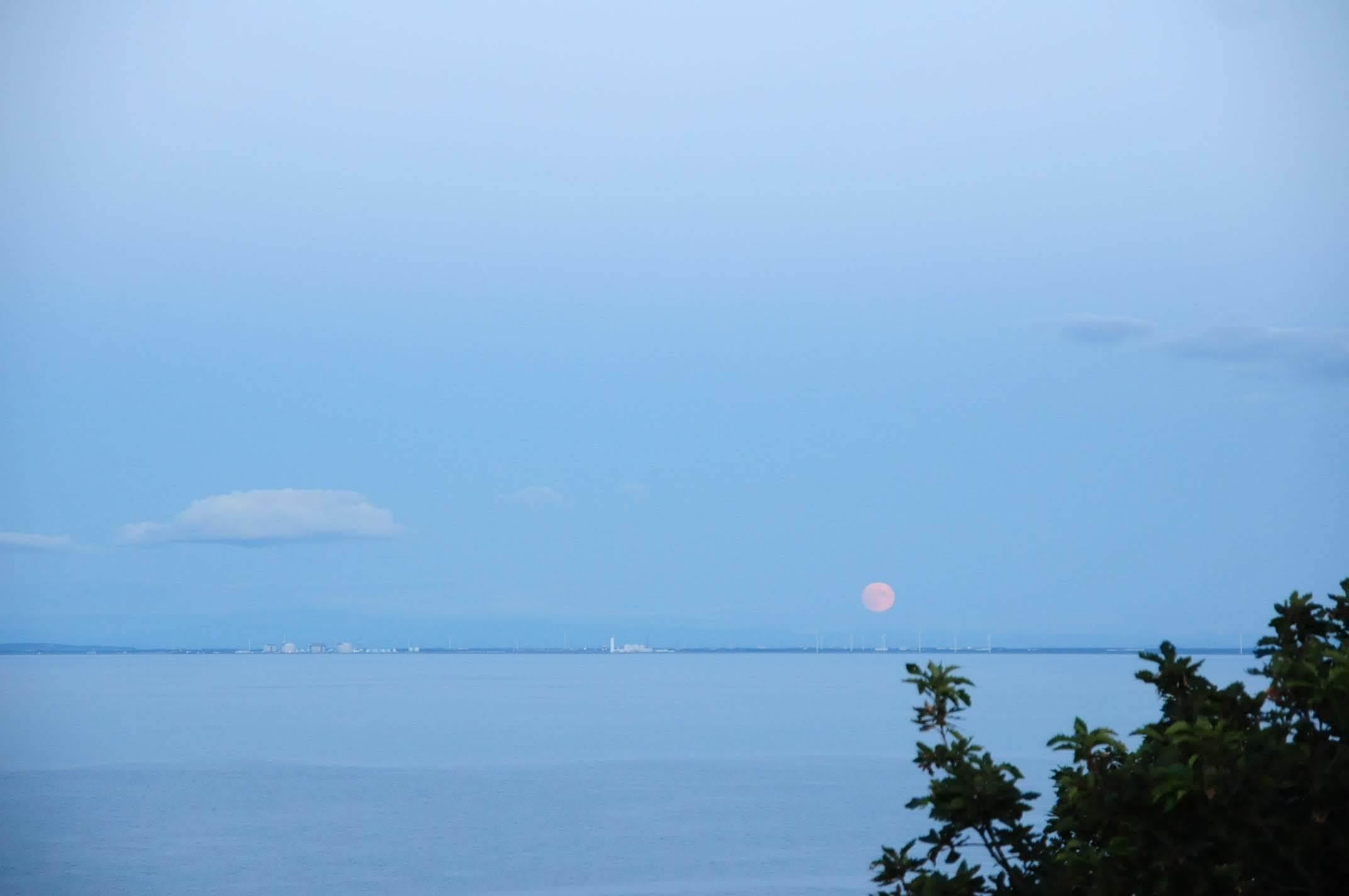 夕陽や月や_c0125899_11332217.jpg