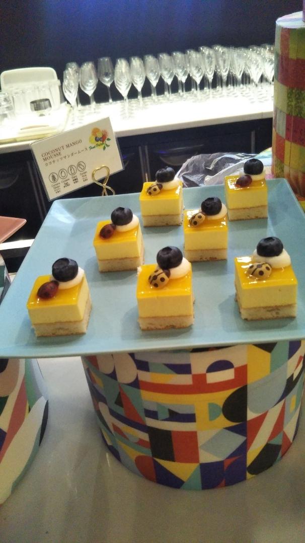 ANAインターコンチネンタルホテル東京 シャンパン・バー カラーフルーツ・スイーツブッフェ_f0076001_23465540.jpg
