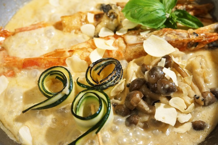 ■にんべんモニター料理で【赤海老とつぶ貝のガーリッククリームチャウダー】_b0033423_21400077.jpg