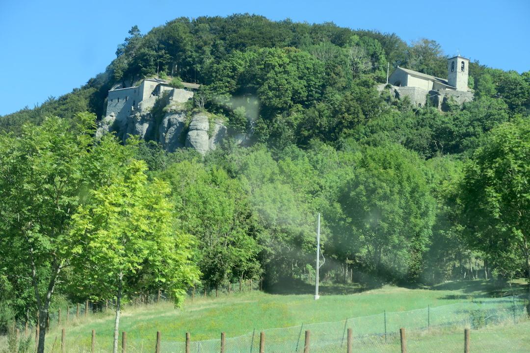 ラヴェルナの緑の森にも秋の足音_f0234936_5371222.jpg