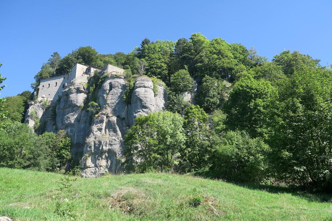 ラヴェルナの緑の森にも秋の足音_f0234936_5563784.jpg