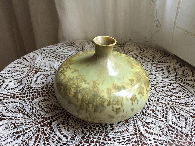 イエローグリーンのツボ型花瓶_f0112550_04101132.jpg