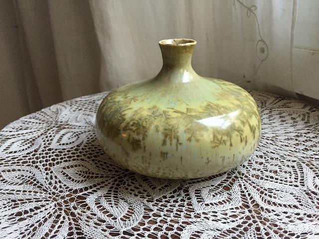 イエローグリーンのツボ型花瓶_f0112550_04101150.jpg