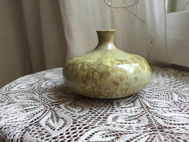 イエローグリーンのツボ型花瓶_f0112550_04101197.jpg