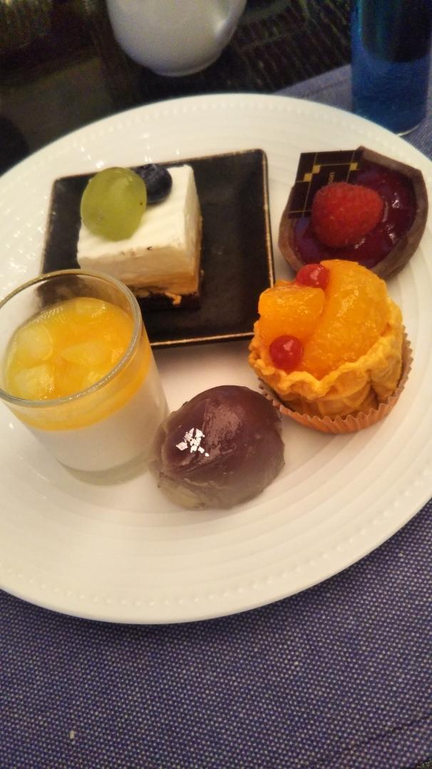 ANAインターコンチネンタルホテル東京 シャンパン・バー カラーフルーツ・スイーツブッフェ_f0076001_00081973.jpg