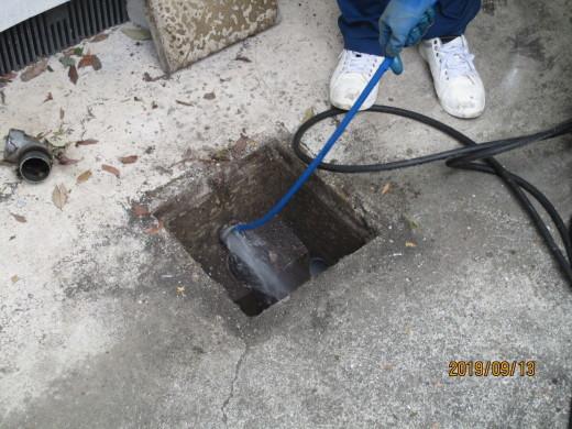 排水管高圧洗浄_d0358411_19101274.jpg