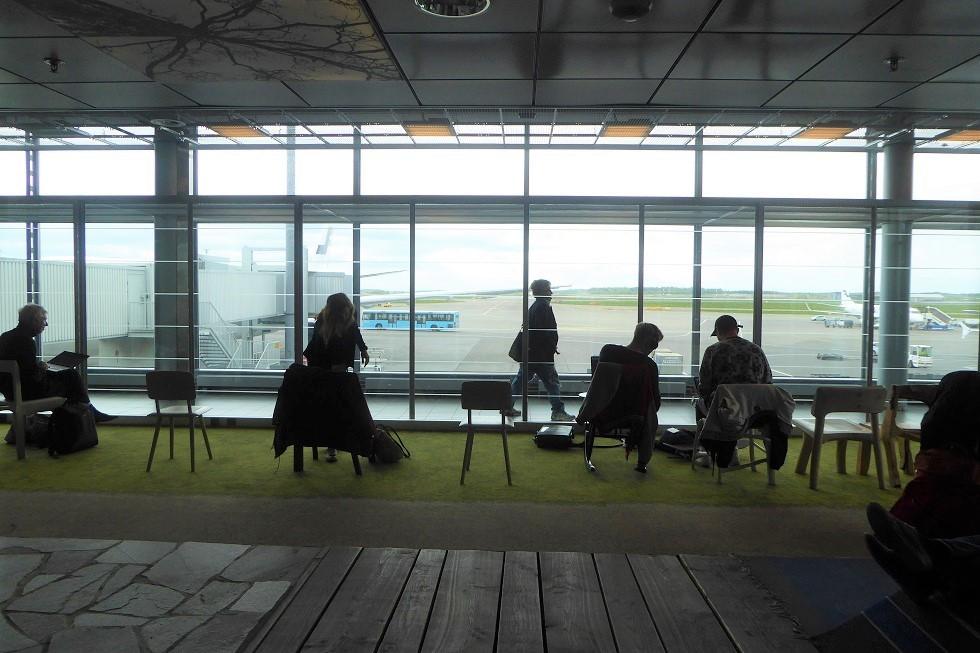 ヘルシンキ空港の Book Swap_d0288144_22452750.jpg