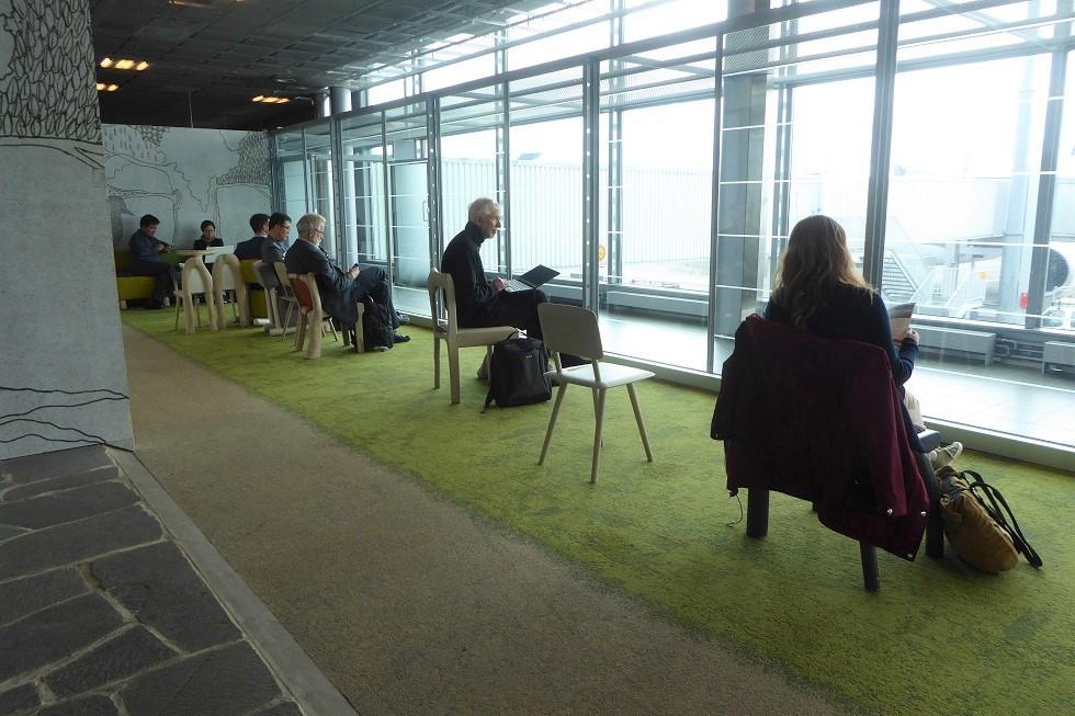 ヘルシンキ空港の Book Swap_d0288144_22453523.jpg