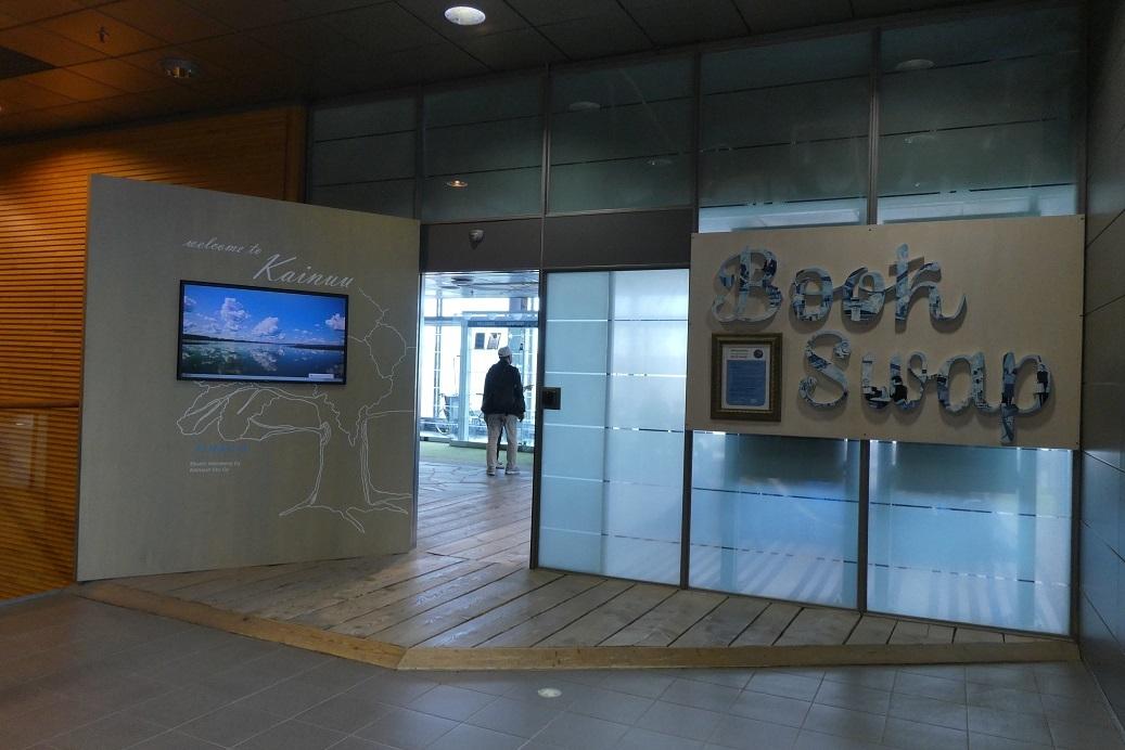 ヘルシンキ空港の Book Swap_d0288144_22460224.jpg
