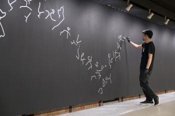 コラムリレー(第134回) 鈴木ヒラクのライブ・ドローイング-北海道の線刻壁画へのリスペクトとともに_f0228071_11154639.jpg