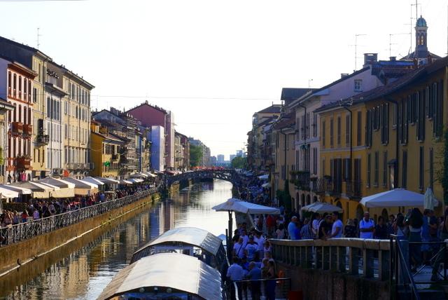 美しい広場の街 ヴィジェーヴァノ_b0358575_20505555.jpg