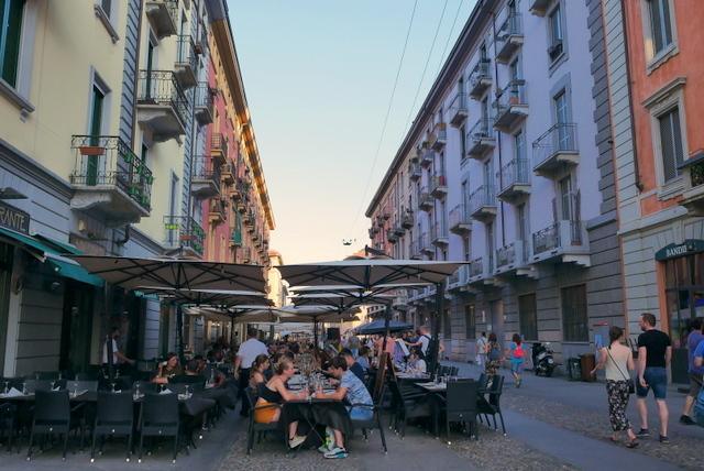 美しい広場の街 ヴィジェーヴァノ_b0358575_21081060.jpg