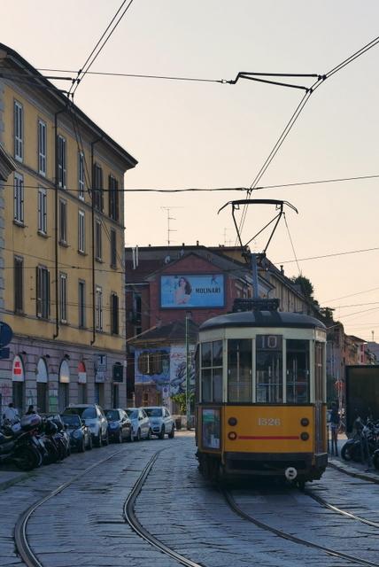 美しい広場の街 ヴィジェーヴァノ_b0358575_21082140.jpg