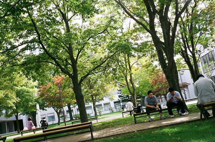 北星学園大学キャンパスのお昼時_c0182775_1122432.jpg