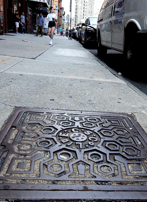 ニューヨーク市のマンホールのフタの忘れられた歴史_b0007805_04533561.jpg